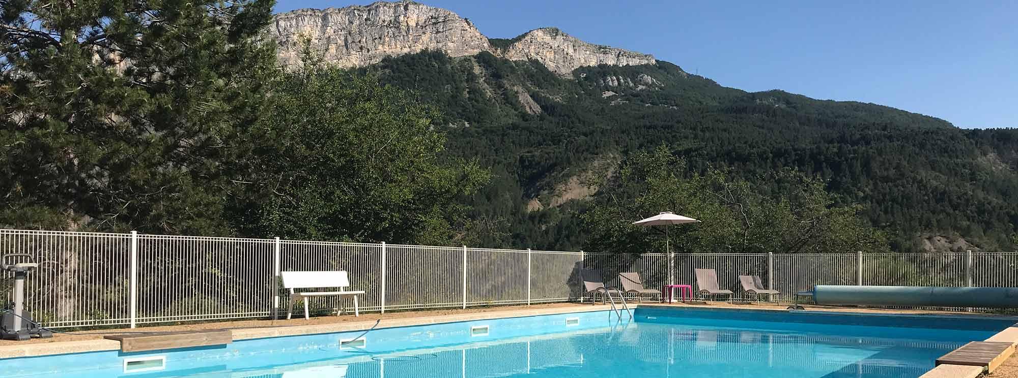G tes avec piscine en haute provence proche sisteron for Gite provence piscine